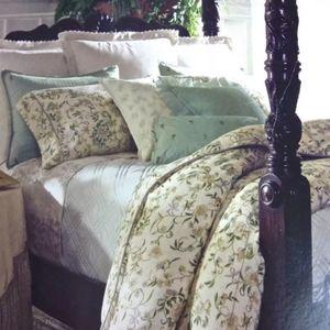 Ralph Lauren F/Q size comforter Romantic Traveler